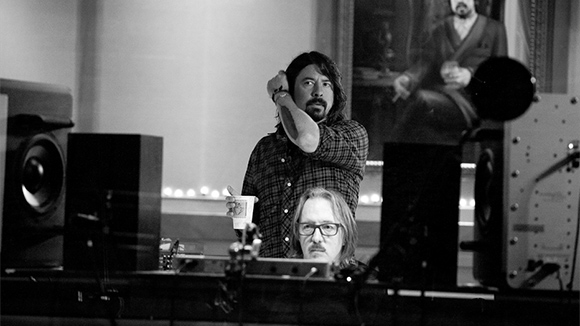 dave-grohl-3a43cf6c33320f53f0bd3028bf41d42b